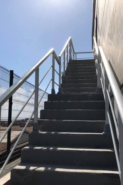 Nueva instalación de barandillas en PRFV ( fibra de vidrio) para zonas de alta salinidad